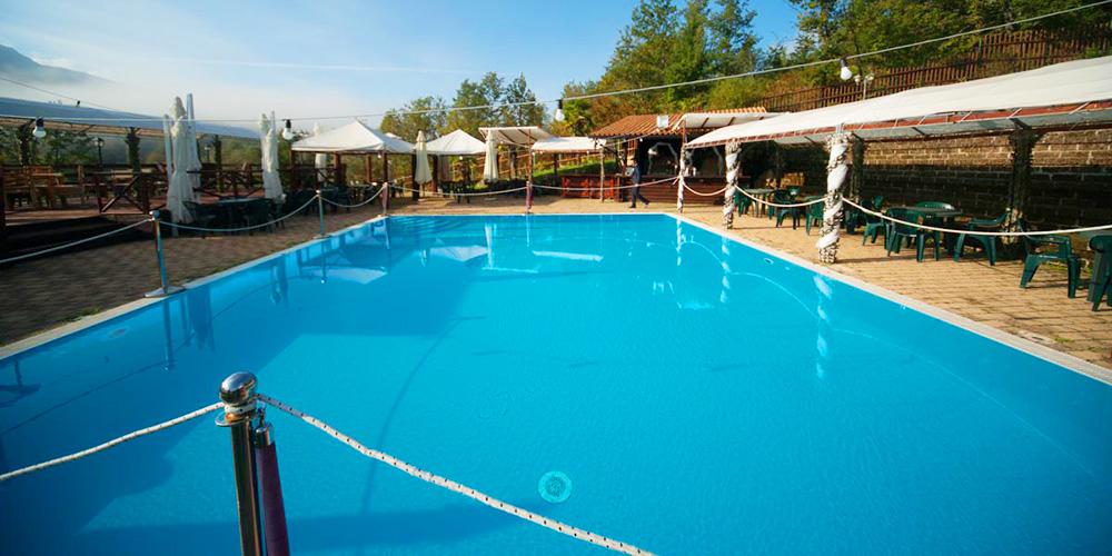 Hotel con centro benessere e cn piscina in montagna in abruzzo hotel resort villa danilo - Hotel in montagna con piscina ...